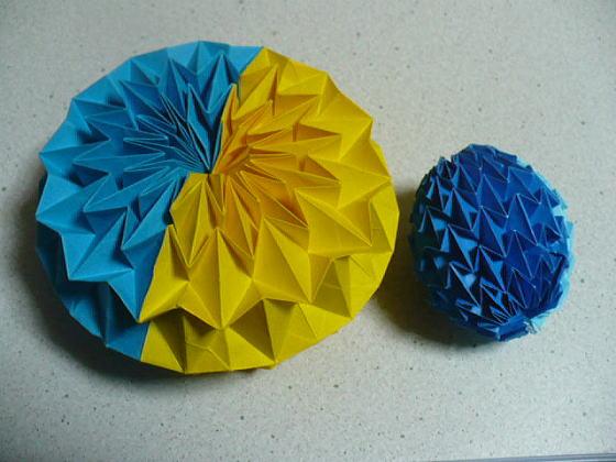 すべての折り紙 折り紙 ボール 折り方 : 折り目をつけているので理屈は ...