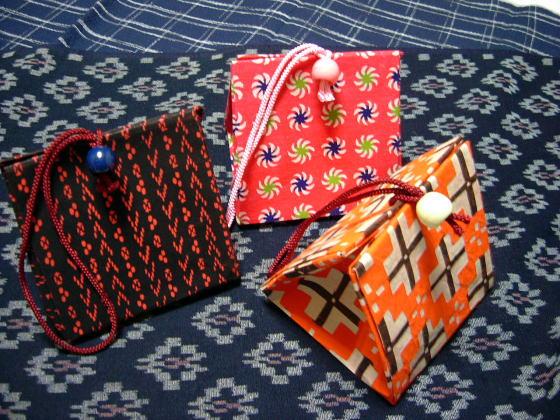折り方 箸袋の折り方 : 色鮮やかな千代紙でできた小物 ...